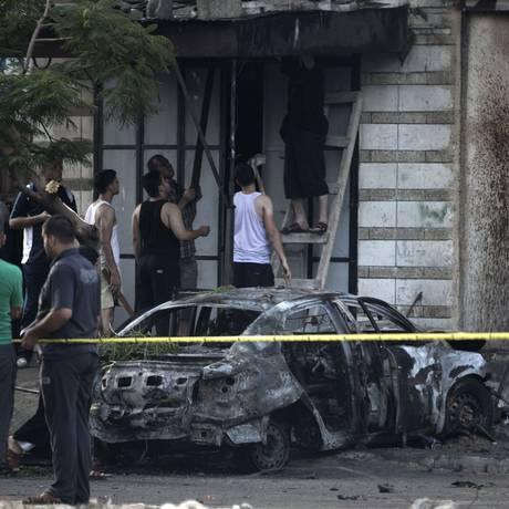 Explosões ocorreram no domingo de manhã em Gaza no intervalo de 15 minutos Foto: MOHAMMED ABED / AFP