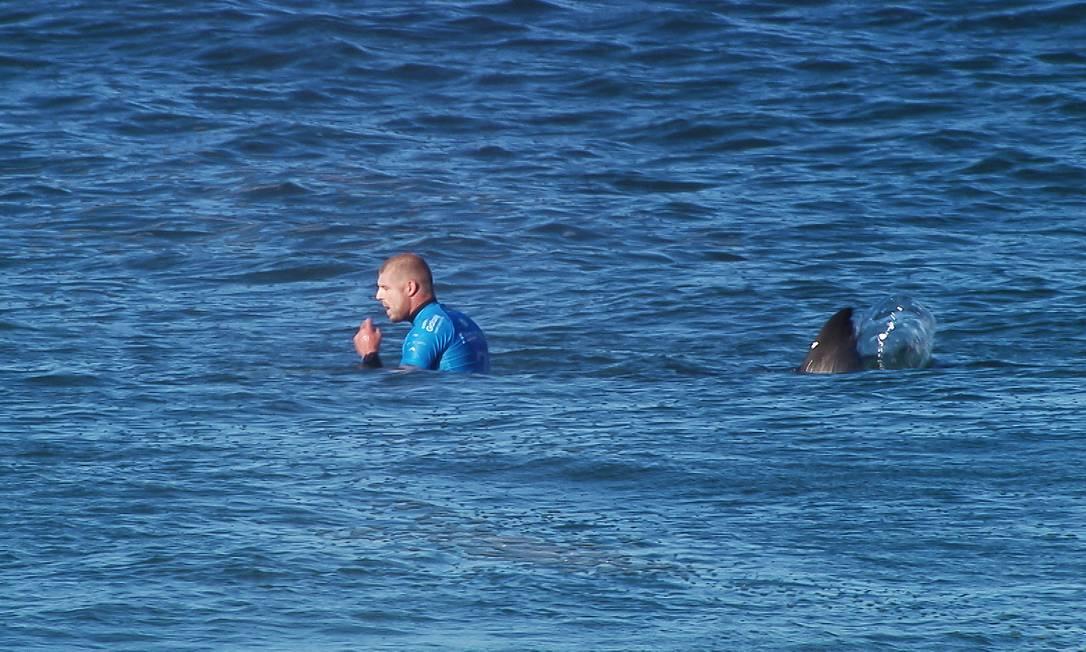 Durante a final contra Julian Wilson, o australiano Mick Fanning foi atacado por um tubarão branco nas águas de Jeffreys Bay Kirstin SCholtz / .