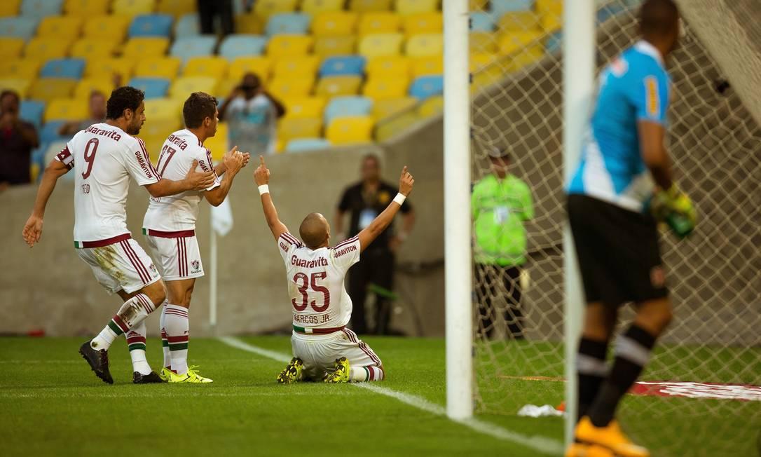 Marcos Júnior (35) se ajoelha e vibra com o belo gol que marcou, aos 13 minutos do 2º tempo Daniel Marenco / Agência O Globo