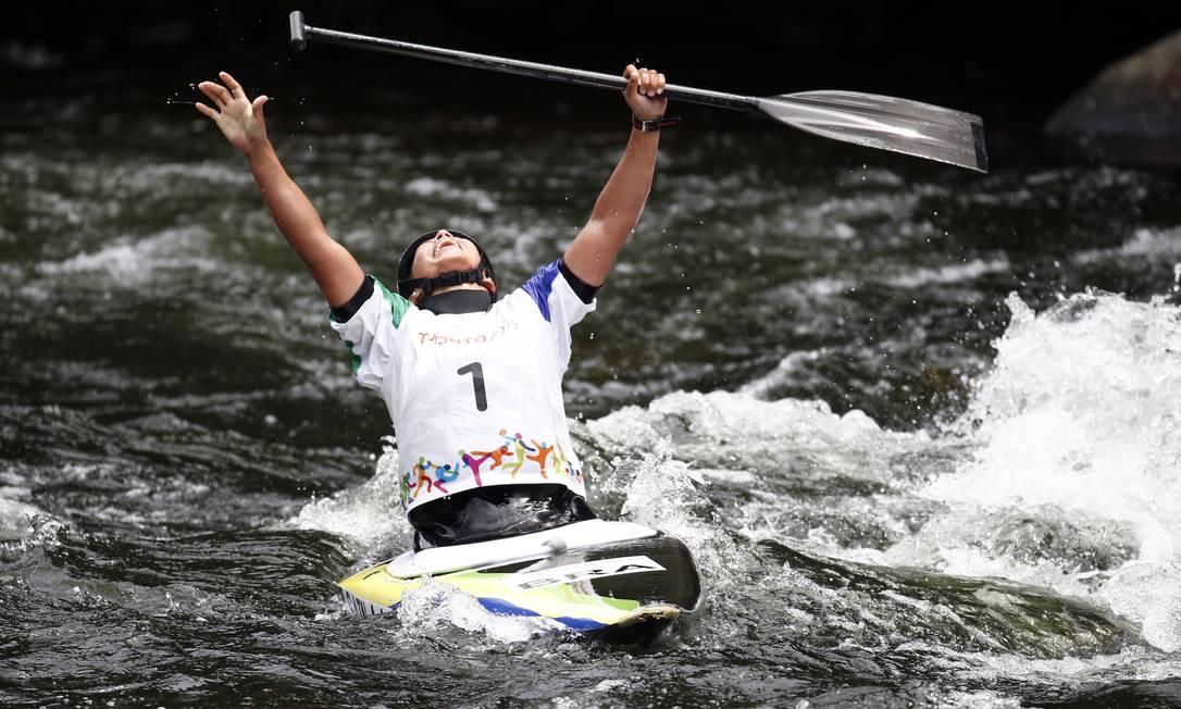 A brasileira Ana Satila comemora a vitória na final da canoagem C1 slalon Foto: Jeffrey Swinger / USA Today Sports