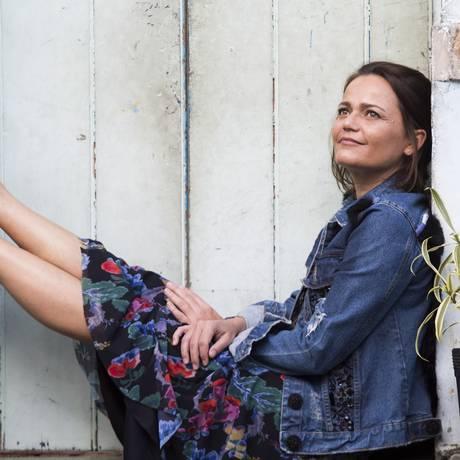 A blogueira Silvia Pilz posa com vestido de Isabela Capeto, no Horto Foto: Ana Branco / Ana Branco