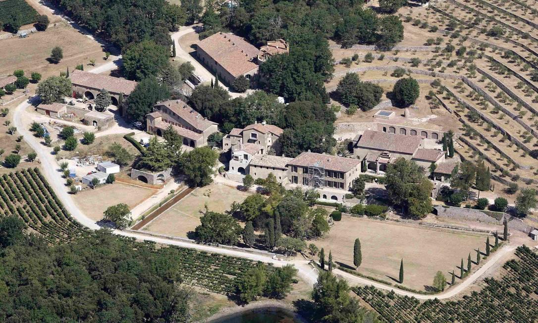 Angelina Jolie e Brad Pitt trocaram alianças no último sábado no Chateau Miraval, no Sul da França. A propriedade, do século XVII, está avaliada em US$ 60 milhões (aproximadamente R$ 134 milhões) PHILIPPE LAURENSON / REUTERS