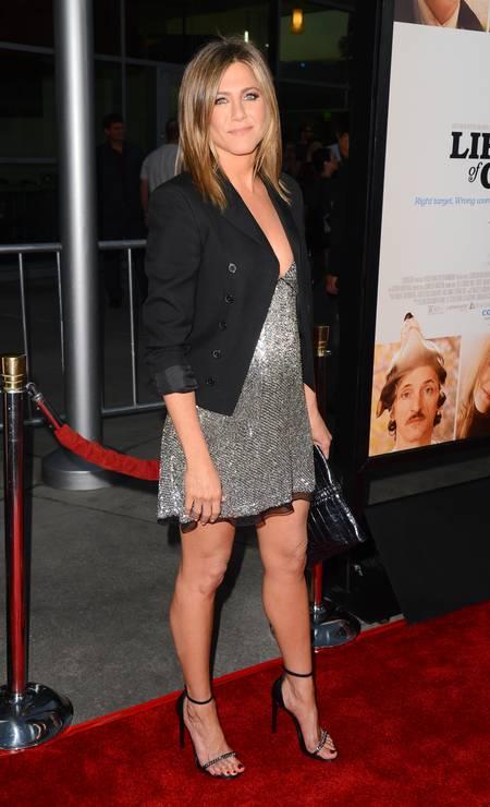 """Jennifer Aniston exibiu uma barriga suspeita durante a première do filme """"Life of Crime"""", nesta quarta-feira, em Los Angeles. Não demorou para surgirem rumores de uma possível gravidez Jordan Strauss / Jordan Strauss/Invision/AP"""