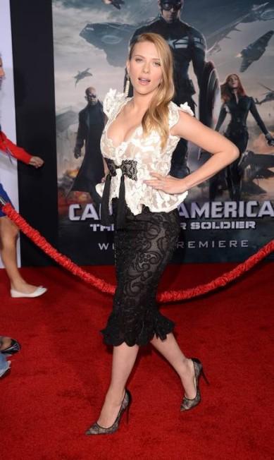 """Scarlett Johansson saiu em turnê para divulgar o filme """"Capitão América 2 - O Soldado Invernal"""" grávida de seu primeiro filho. No clique, feito em Hollywood, a barriga ainda era muito discreta Jason Merritt / AFP"""