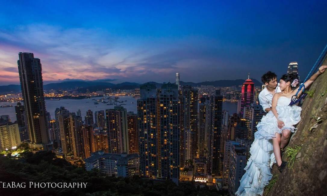 Em escalada com vista para Hong Kong TeaBag Photography