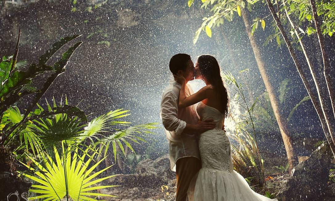 Na chuva, numa floresta em Riviera Maya, no México Del Sol Photography