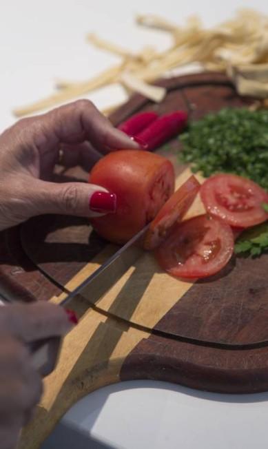 Tomate, vinho branco e pimenta estão entre os ingredientes da receita Leo Martins / Agência O Globo