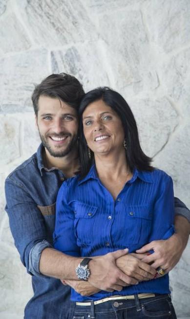 Bruno posa com a mãe, Lucia Gagliasso Leo Martins / Agência O Globo