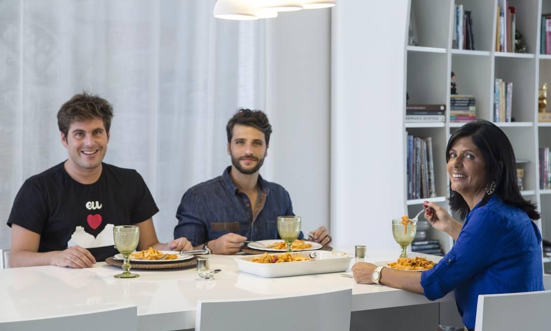 A família Gagliasso posa antes do almoço Leo Martins / Agência O Globo