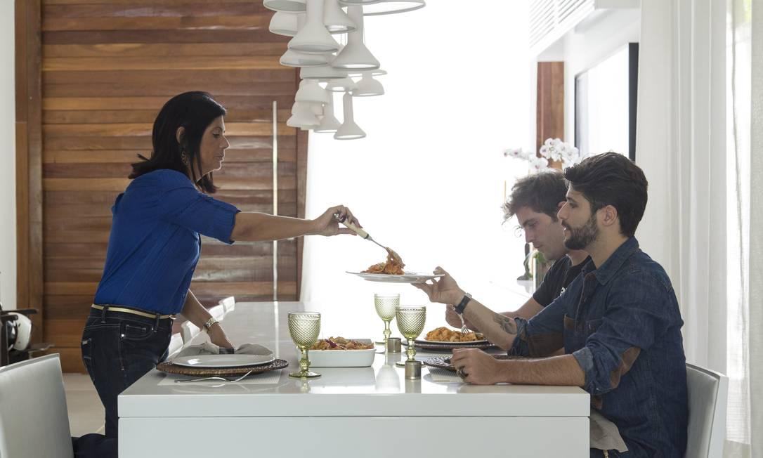 A família almoça na ampla cozinha de Gagliasso, que gosta de decoração Leo Martins / Agência O Globo