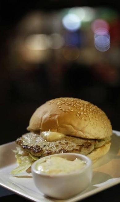 Até hambúrquer de tambaqui tem. No Eighty's Burguer & Beer ele vem com maionese caseira Ana Branco / Agência O Globo