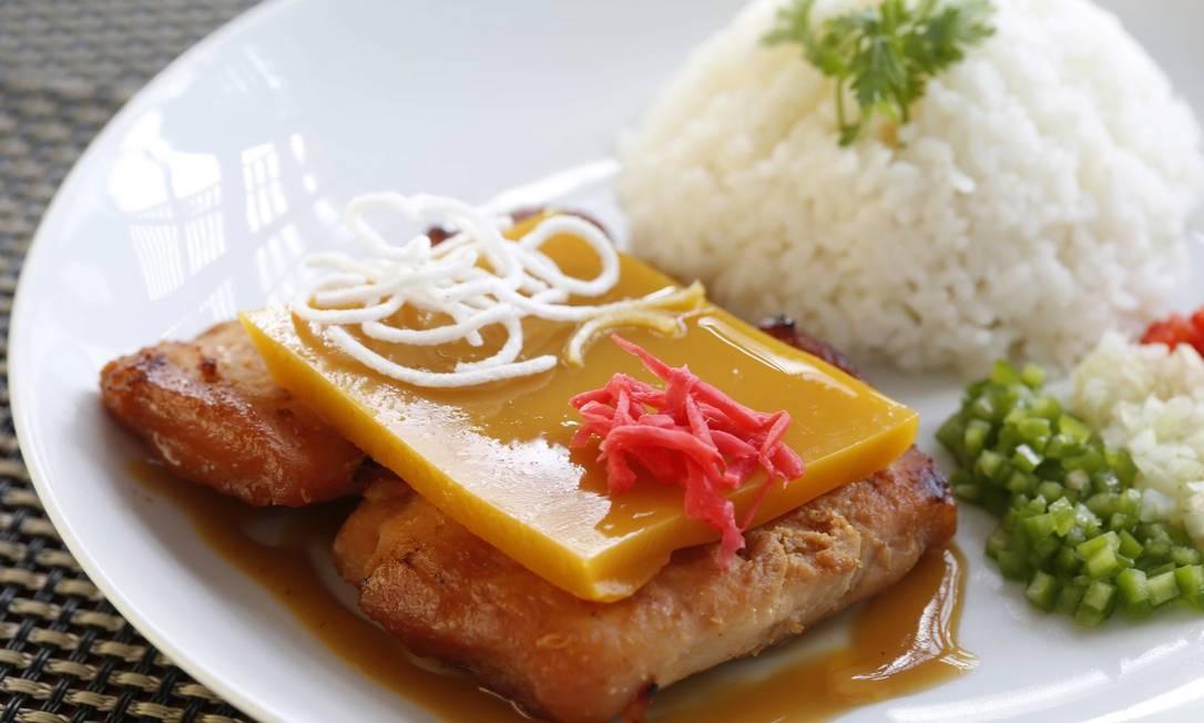 Além dos sashimis com peixes como pirarucu e tucunaré, Hiroya faz pratos como o pirarucu no missô com gelatina de tucupi Ana Branco / Agência O Globo