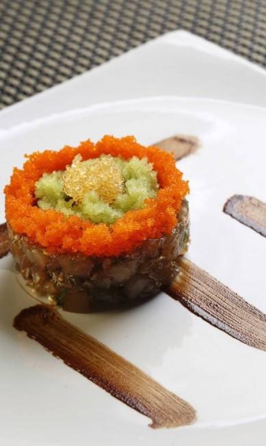 O mais antigo restaurante japonês de Manaus, o Shin Suzuran, do chef Hiroya Takano, tem pratos como o tartare de pirarucu com ovas Ana Branco / Agência O Globo
