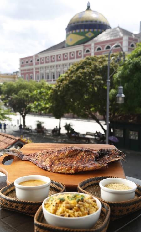 No restaurante Tambaqui de Banda, da Chef Elisangela Valle, oito toneladas de peixe vão para a churrasqueira por mês. São peixes de cativeiro, mas que comem apenas frutas para não ficarem muito gordos Ana Branco / Agência O Globo