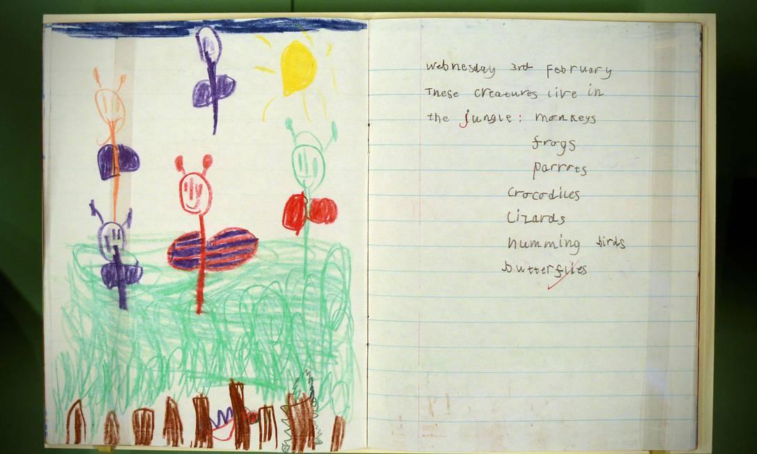 Livro de exercícios de geografia usado pelo príncipe William quando ele tinha cinco anos CARL COURT / AFP