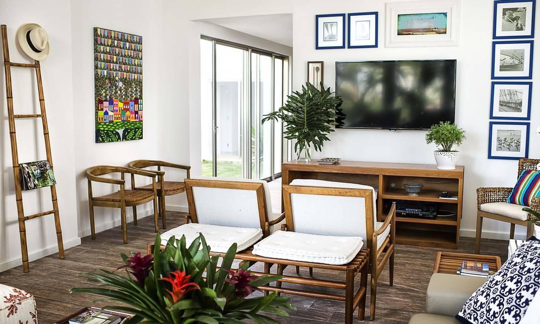 Por dentro, a casa exibe um estilo que Babi chama de rústico contemporâneo Tati Pinho / Tati Pinho