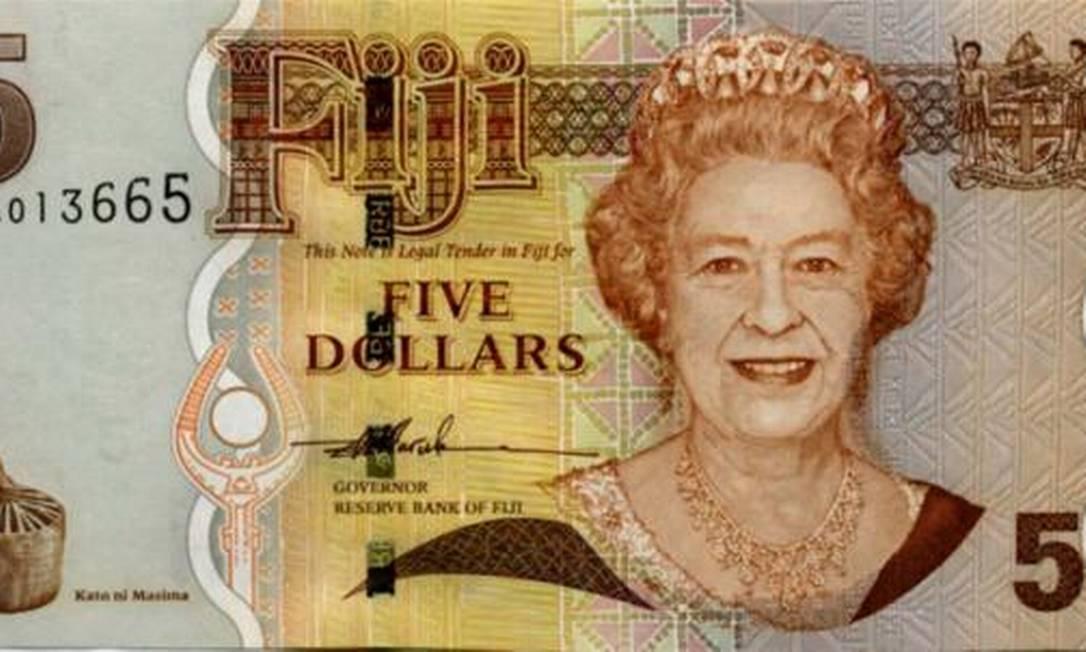 Aos 73 anos, ela sorri em uma nota de cinco dólares de Fiji, ex-colônia britânica na Oceania Reprodução