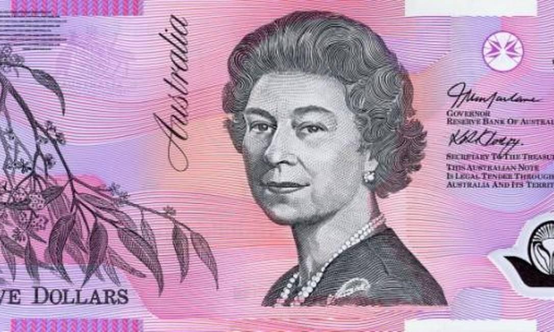 Nesta nota de cinco dólares australianos, a bisa de George é vista aos 58 anos Reprodução
