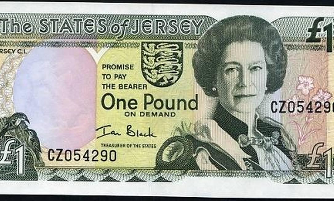 Outra dependência britânica, a Ilha de Jersey, na costa da Normandia, emitiu esta nota de uma libra, que exibe Elizabeth já experiente aos 52 anos de idade Reprodução