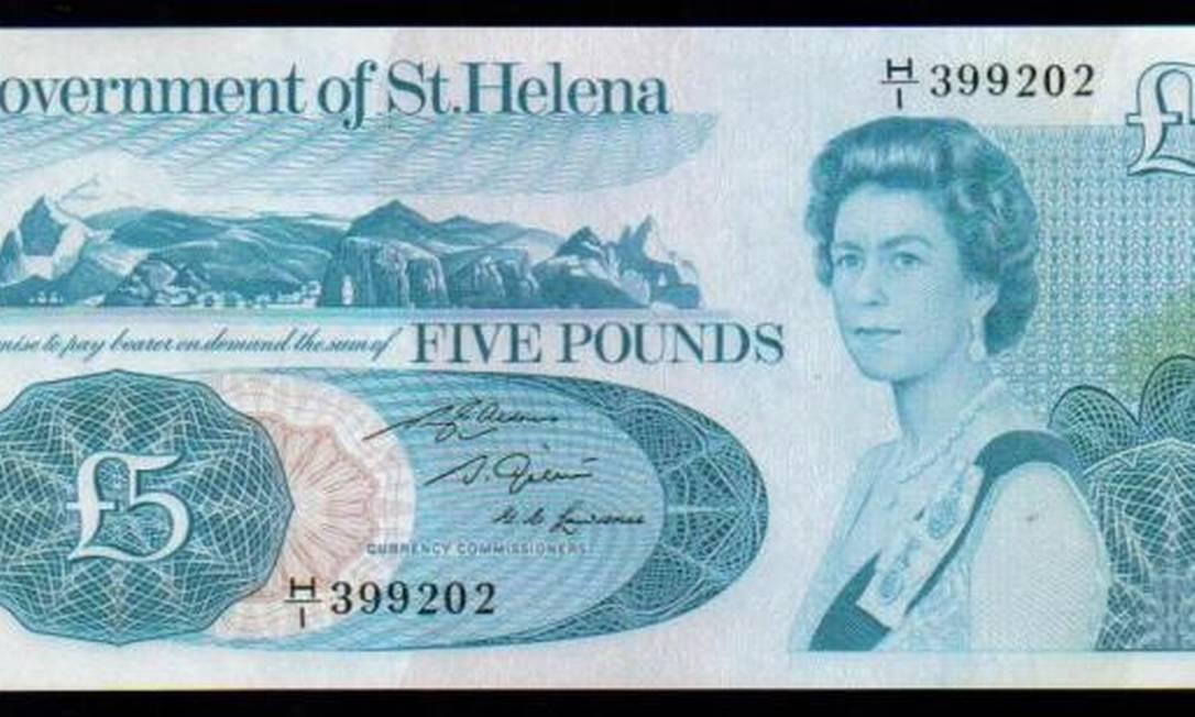 Em nota de cinco libras da ilha de Santa Helena, território britânico no Atlântico Sul. Neste retrato, ela tinha 40 anos Reprodução