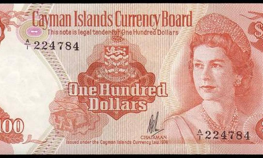 Aos 34 anos, de tiara, em nota de cem dólares das Ilhas Cayman Reprodução