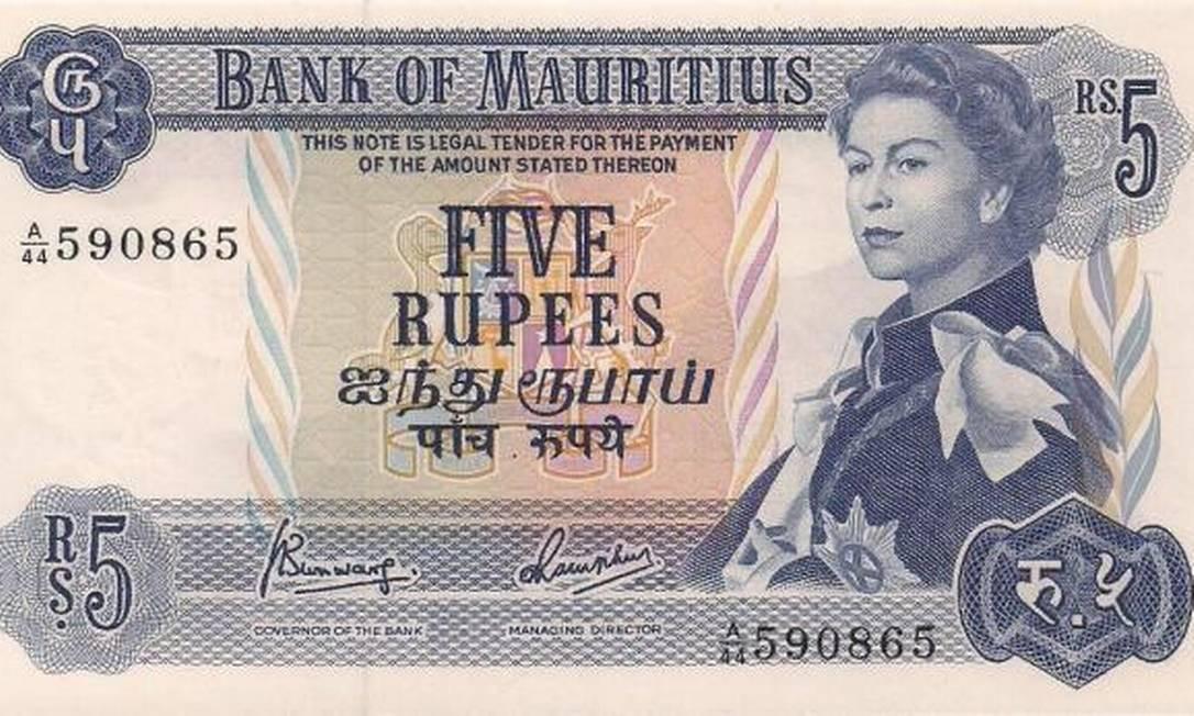 A nota de cinco rúpias das Ilhas Maurício, em 1955, exibia a rainha com o olhar altivo, aos 29 anos Reprodução