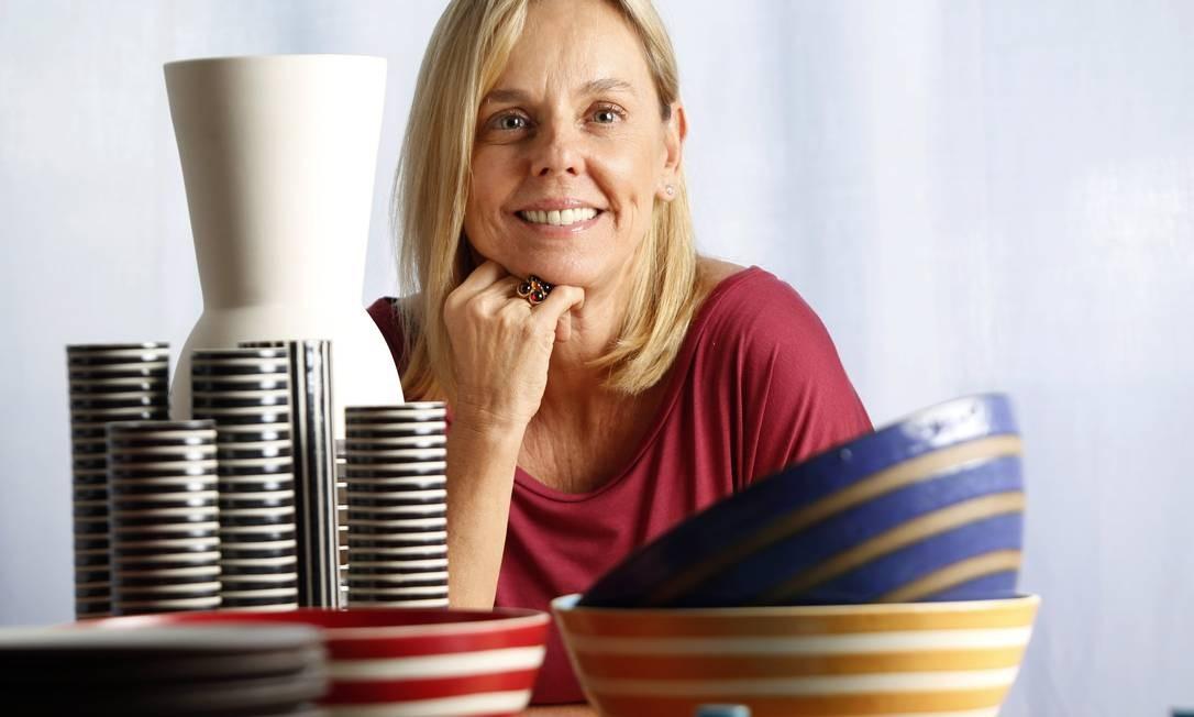 Denise Stewart trabalha há 15 anos fazendo as louças de diversos restaurantes Foto: Globo - Ela / Agência O Globo