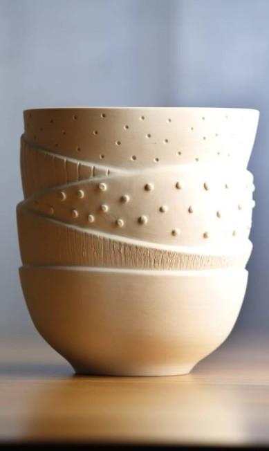 Peça única simula uma combinação de bowls brancos com texturas variadas Globo - Ela / Agência O Globo