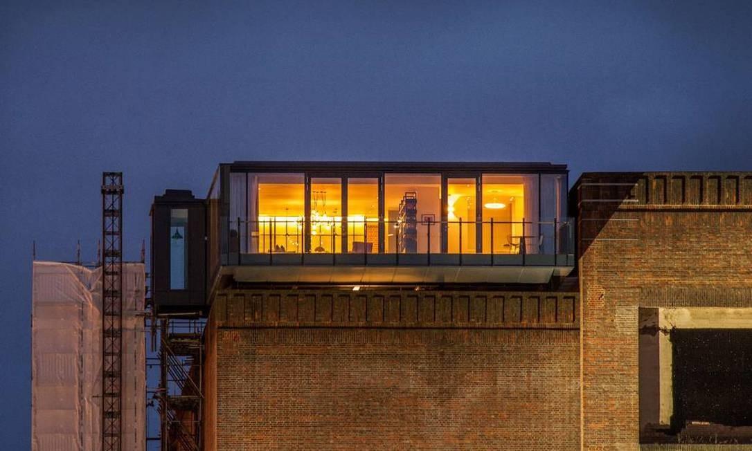 Vista externa do apartamento, com painéis de vidro Divulgação