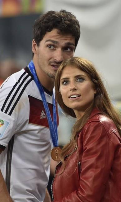 Companheira do zagueiro Mats Hummels, a modelo Cathy Fischer foi eleita numa votação na Alemanha como a namorada mais bonita de um jogador do país em 2013. Ela também foi eleita miss do clube Bayern de Munique em 2007. Uma campe, tal qual o namorado Martin Meissner / AP