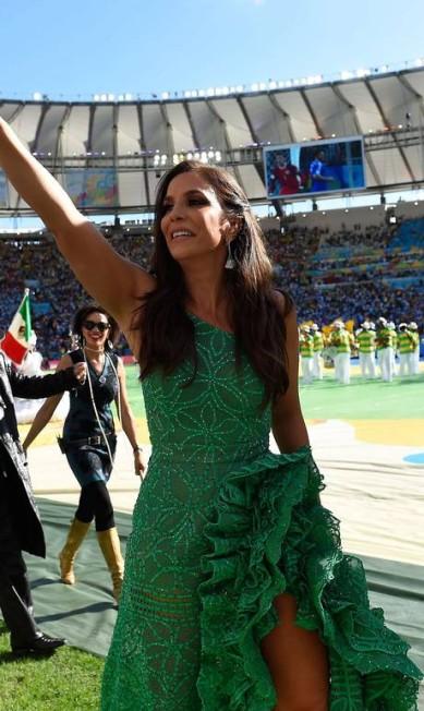 A baiana não economizou nos babados e brilhos do modelito PEDRO UGARTE / AFP