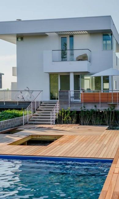 A piscina nos fundos da casa oferece privacidade TREVOR TONDRO / NYT