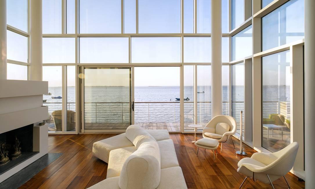 A vista da Great South Bay da sala de estar Foto: TREVOR TONDRO / NYT