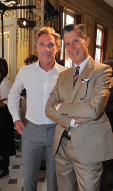"""Oskar Metsavaht com Stefano Tonchi, editor da """"W"""" Divulgação"""