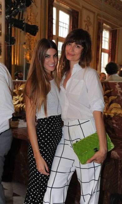 Bianca Brandolini ao lado da modelo francesa e fidèle da Chanel Caroline de Maigret Divulgação