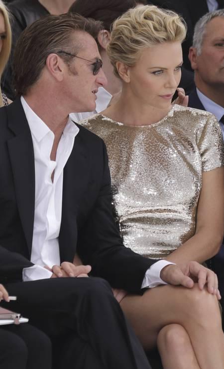 O casal também trocou palavras ao pé do ouvido Foto: PHILIPPE WOJAZER / REUTERS