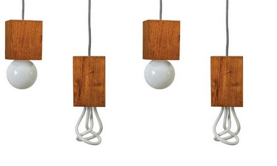 """""""Brinco que visto as lâmpadas. Vejo caimento, cor, tecido"""", diz Andrea Brackman, que confecciona luminárias em Franca, interior de São Paulo Reprodução / Divulgação"""