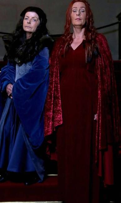 A mãe do noivo foi como Catelyn Stark, e a mãe da noiva, Melisandre Divulgação