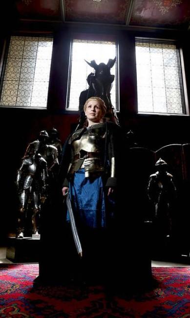 A irmã do noivo foi vestida como Brienne of Tarth. Divulgação