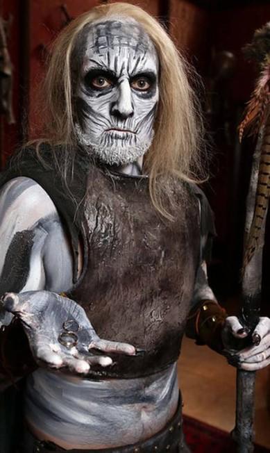 O padrinho teve que encarar uma longa sessão de maquiagem para transformar-se em um White Walker Divulgação