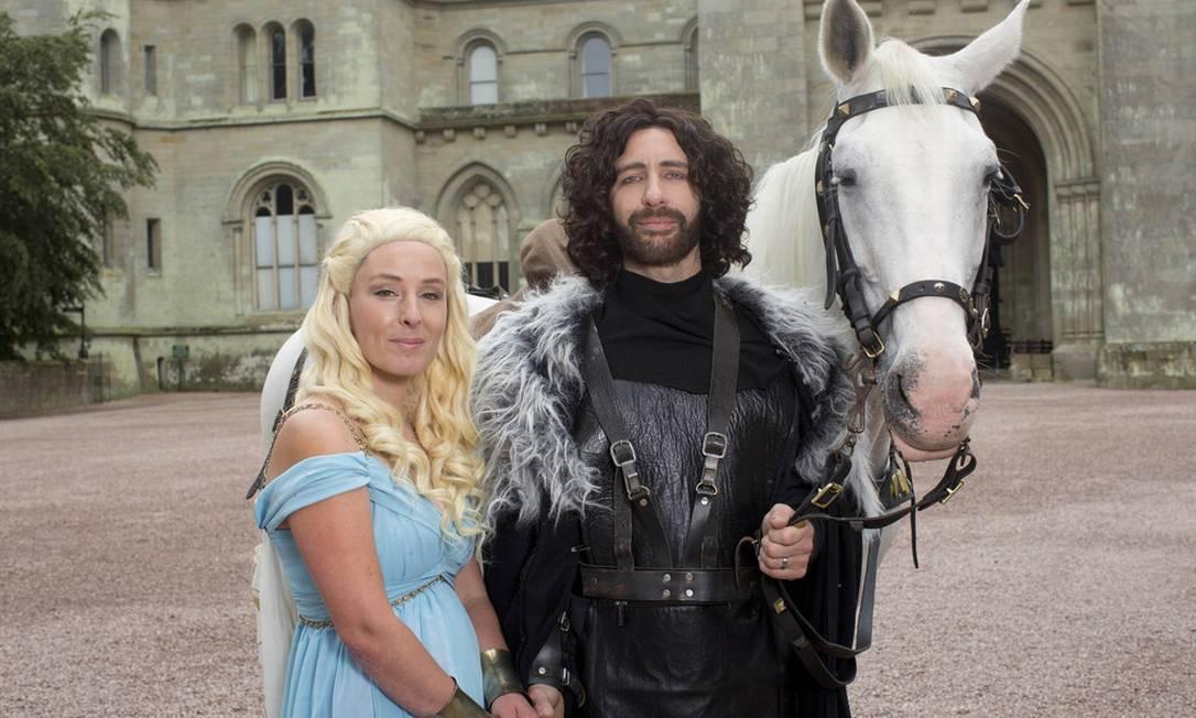 O noivo encarnou Jon Snow, e a noiva, Daenerys Targaryen Divulgação