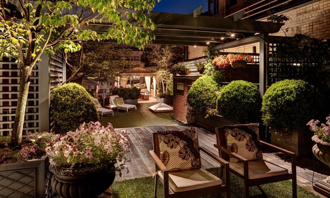 Outra visão do terraço. Apesar de querer clima brasileiro, casal teve que manter plantas adequadas para o inverno nova-iorquino BRUCE BUCK / NYT