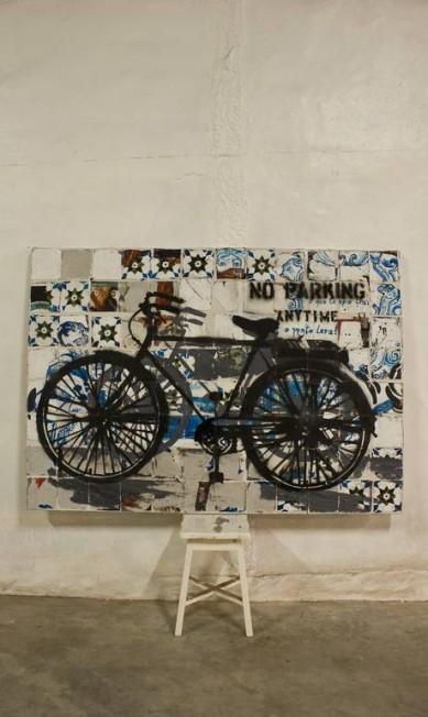 Aqui, ela pintou a bicicleta, como se estivesse apoiada em um muro Divulgação