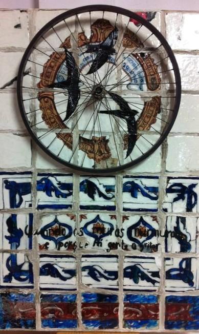 Rodas de bicicletas fazem parte de alguns quadros Divulgação