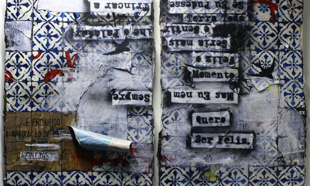Alguns dos quadros levam ainda camadas de cartazes que ela pega na rua Divulgação
