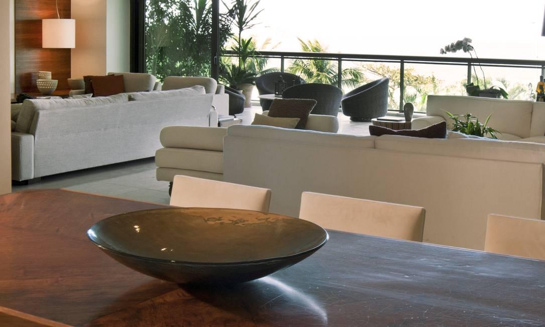 A mesa de jantar com 10 lugares cabe toda a família divulgação / Divulgação