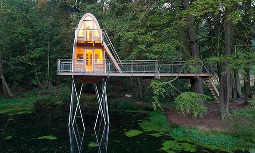 Esta construída na Alemanha fica, na verdade, sobre as águas de um lago Divulgação / Baumraum