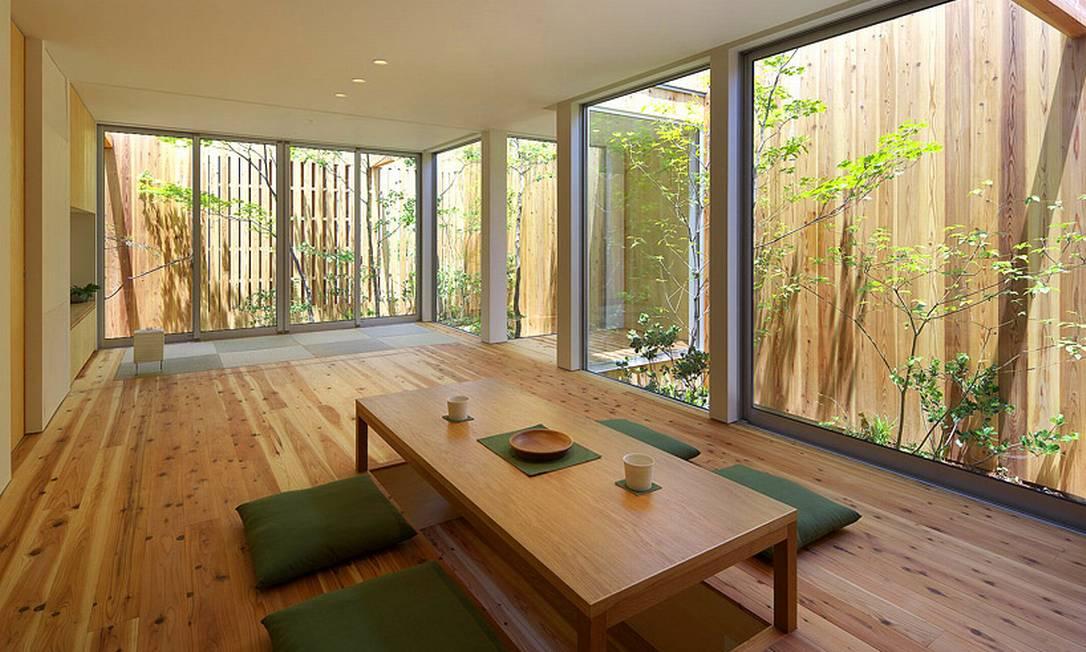 O mesmo tom de madeira é usado nas parte internas e externas, deixando o projeto ainda mais integrado Divulgação / Arbol Design