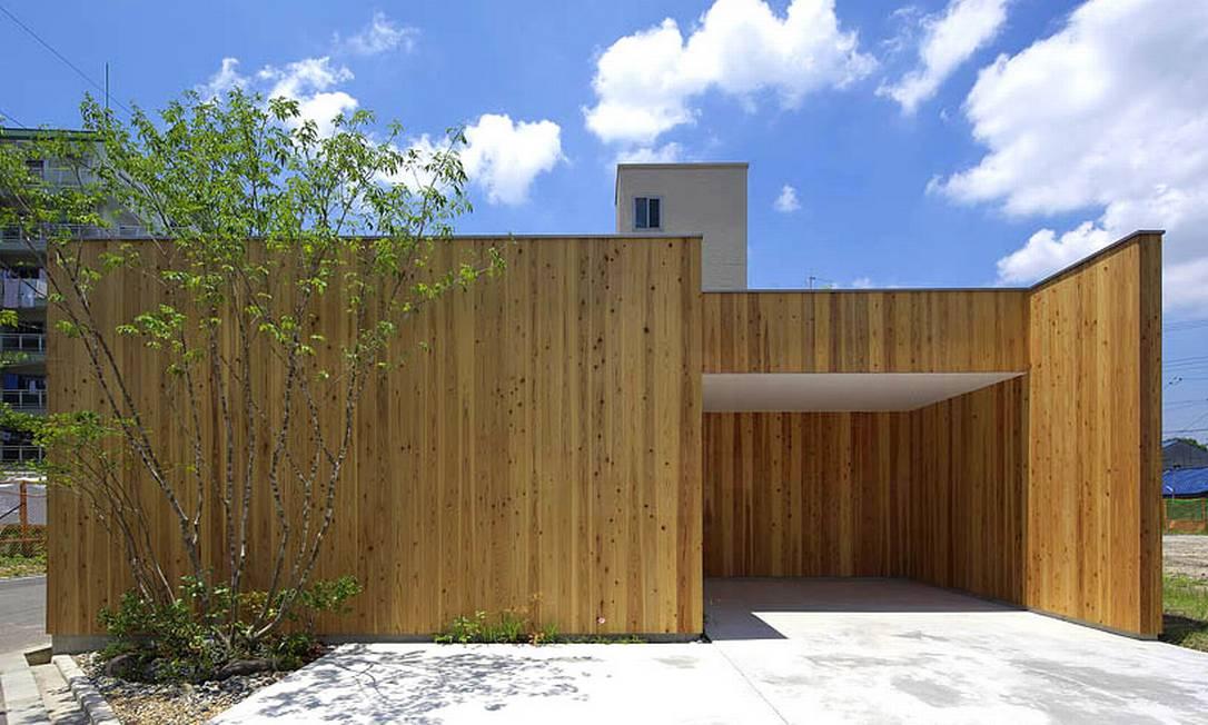 O escritório Arbol Design projetou esta casa de um andar para um casal de idosos bem no Centro de Osaka, no Japão. A privacidade era uma das prioridades do casal, já que a área é cercada por condomínios de diferentes níveis Divulgação / Arbol Design