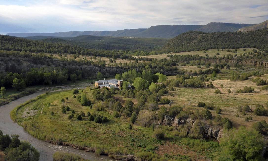 """""""Forked Lightning Ranch foi um santuário e um local de grande alegria e lazer para mim e minha família... Sinto que chegou o momento de passar o rancho para um novo guardião deste lugar encantado"""", disse Jane Fonda em comunicado AP Photo/Swan Land Company"""